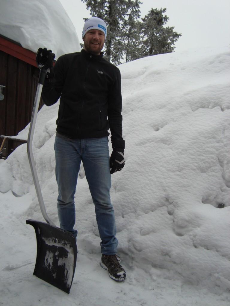 Brian har altid ekstra energi, og fik skrabet lidt sne