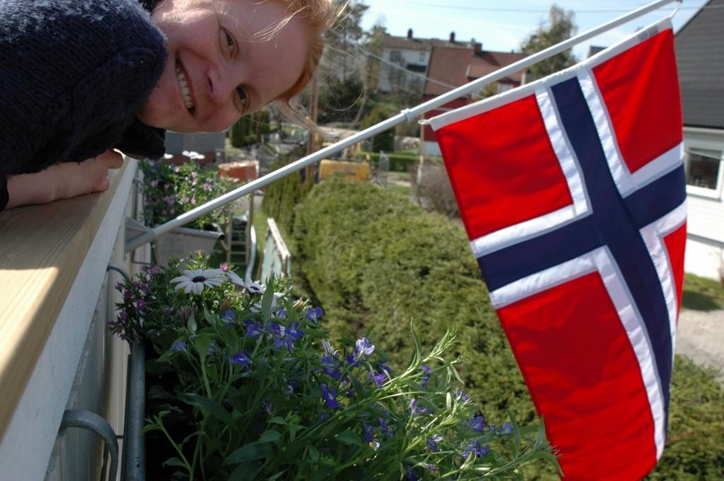 Vores nye flag og blomster
