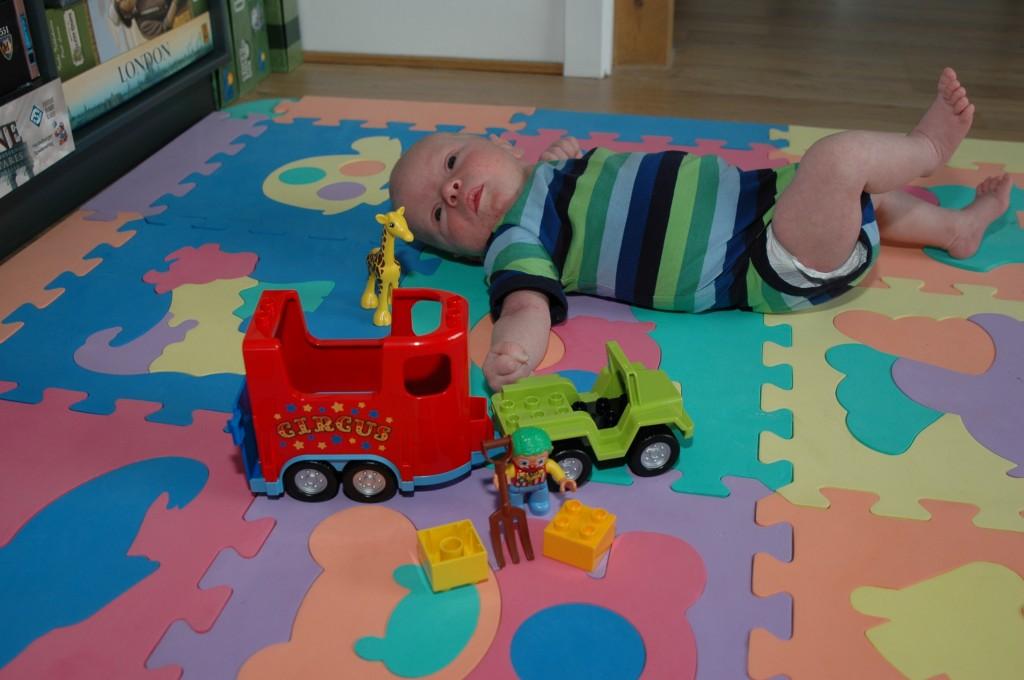 Erik med sit første LEGO