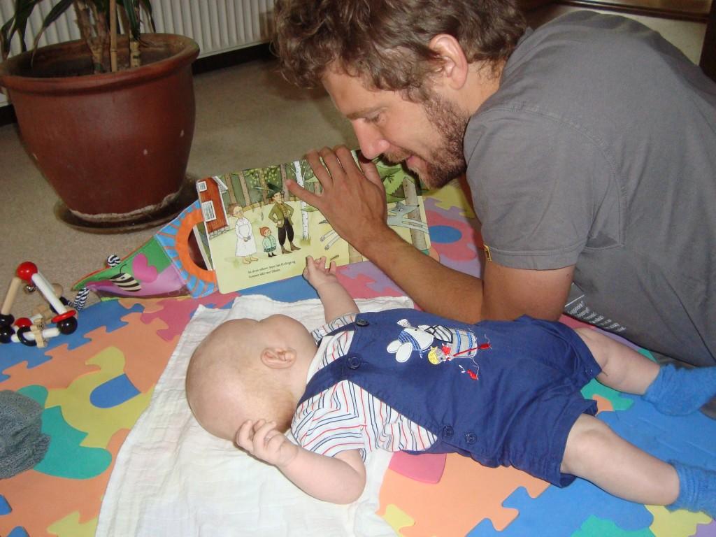 Brian læser Rødhætte for Erik